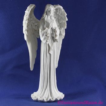 stehender Engel betend