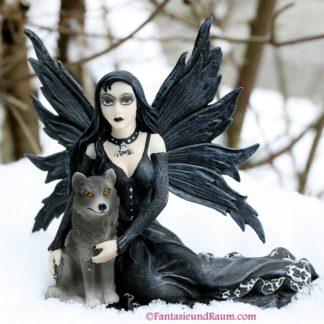 Gothic-Fee mit Wolf